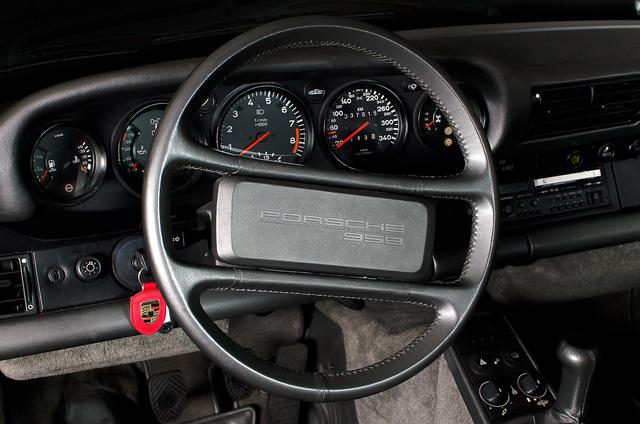 Picture of 2015 Porsche 918 Spyder Roadster with Weissach, interior, gallery_worthy