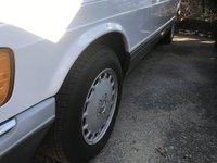 1987 Mercedes-Benz 560-Class Overview