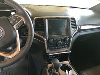Picture of 2016 Jeep Grand Cherokee Overland, interior