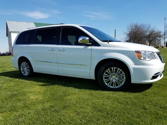 2016 chrysler town country pictures cargurus. Black Bedroom Furniture Sets. Home Design Ideas