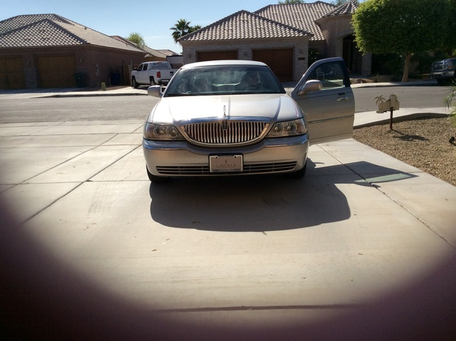 Picture of 2009 Lincoln Town Car Signature L