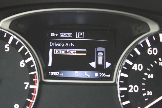 Interior of the 2017 Nissan Pathfinder, interior, gallery_worthy