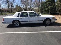 Picture of 1990 Lincoln Town Car Signature, exterior