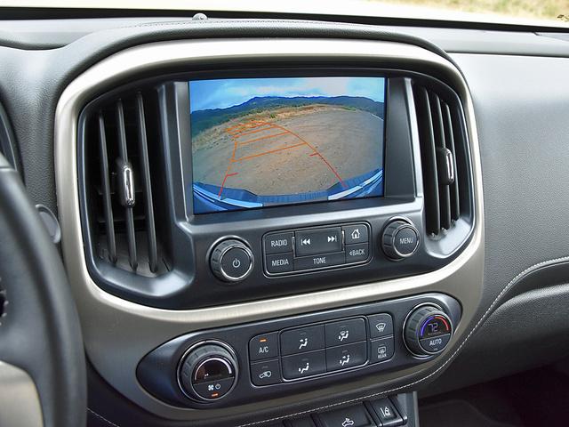 2017 GMC Canyon Denali Crew Cab 4WD, 2017 GMC Canyon Denali reversing camera display, interior, gallery_worthy