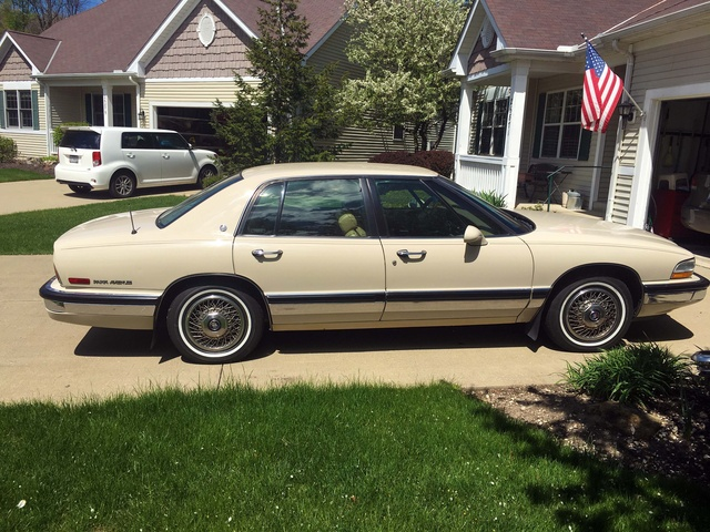 Picture of 1992 Buick Park Avenue 4 Dr STD Sedan