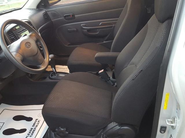 Picture Of 2009 Hyundai Accent SE 2 Door Hatchback FWD, Interior,  Gallery_worthy