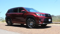 2017 Toyota Highlander Picture Gallery