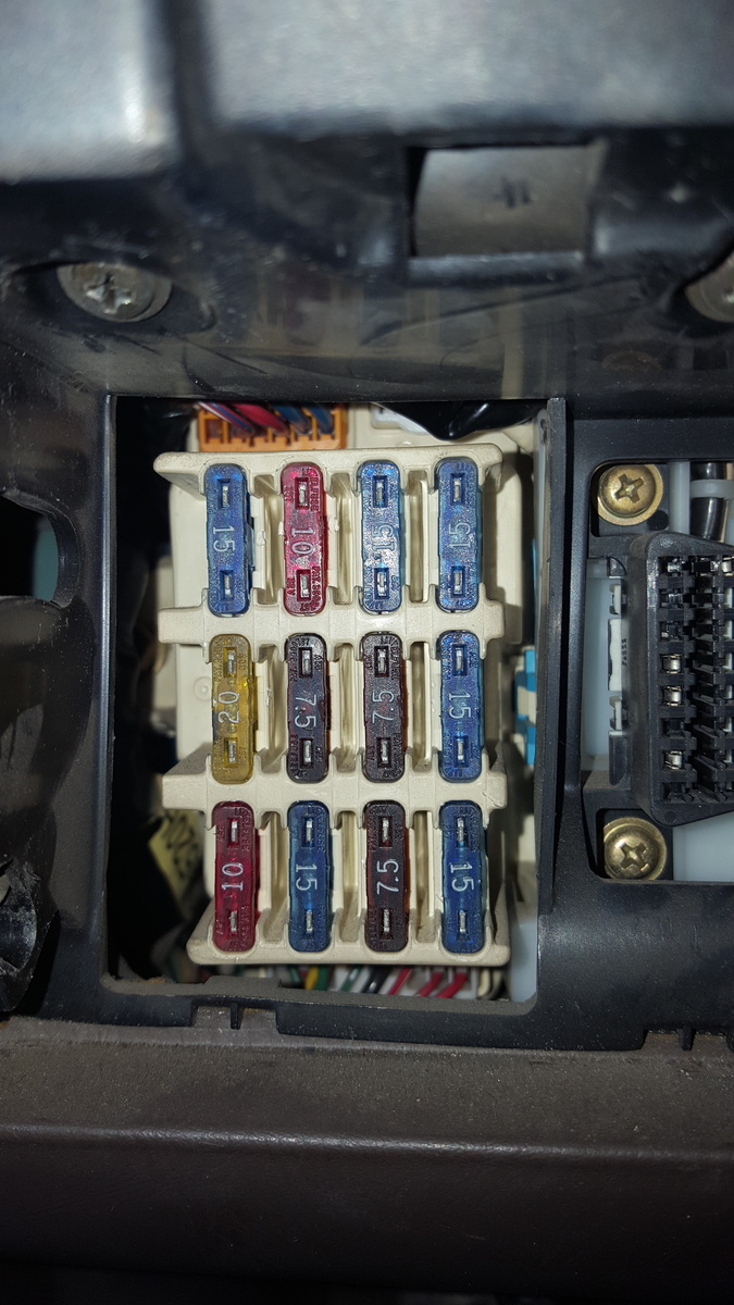 When i removed the coin tray there are NO large fuses. Where is the fuse  for the power windows?