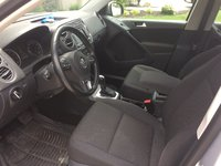 Picture of 2015 Volkswagen Tiguan SE, interior