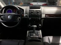 Picture of 2010 Volkswagen Touareg V6, interior, gallery_worthy
