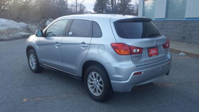 Picture of 2011 Mitsubishi RVR SE