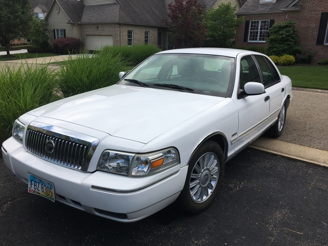 Foto de un 2011 Mercury Grand Marquis LS Fleet