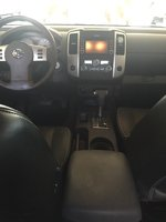 2015 Nissan Frontier PRO-4X Crew Cab 4WD, Grey leather interior