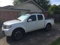 2015 Nissan Frontier PRO-4X Crew Cab 4WD, 4 doors, easy access