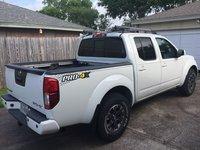 2015 Nissan Frontier PRO-4X Crew Cab 4WD, Sport roof rack