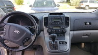 Picture of 2007 Hyundai Entourage Limited, interior