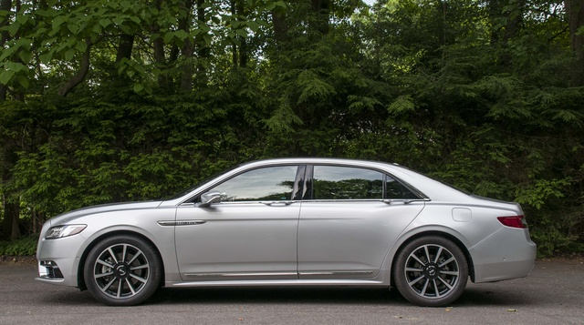 Picture of 2017 Lincoln Continental Reserve AWD, exterior, gallery_worthy