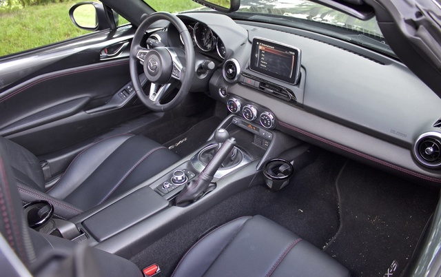 2017 Mazda MX-5 Miata, Cockpit of the 2017 Mazda Miata RF, interior, gallery_worthy