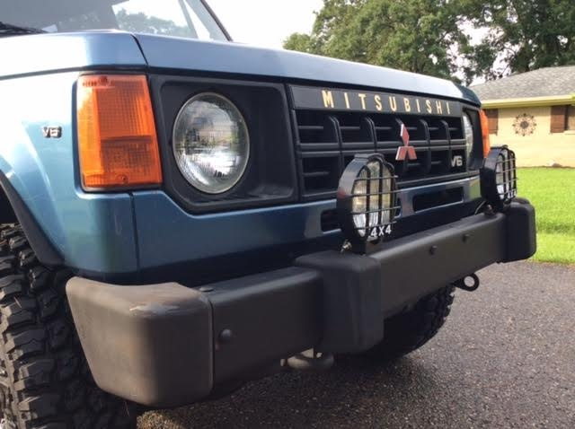 Picture of 1990 Mitsubishi Montero Base 4WD