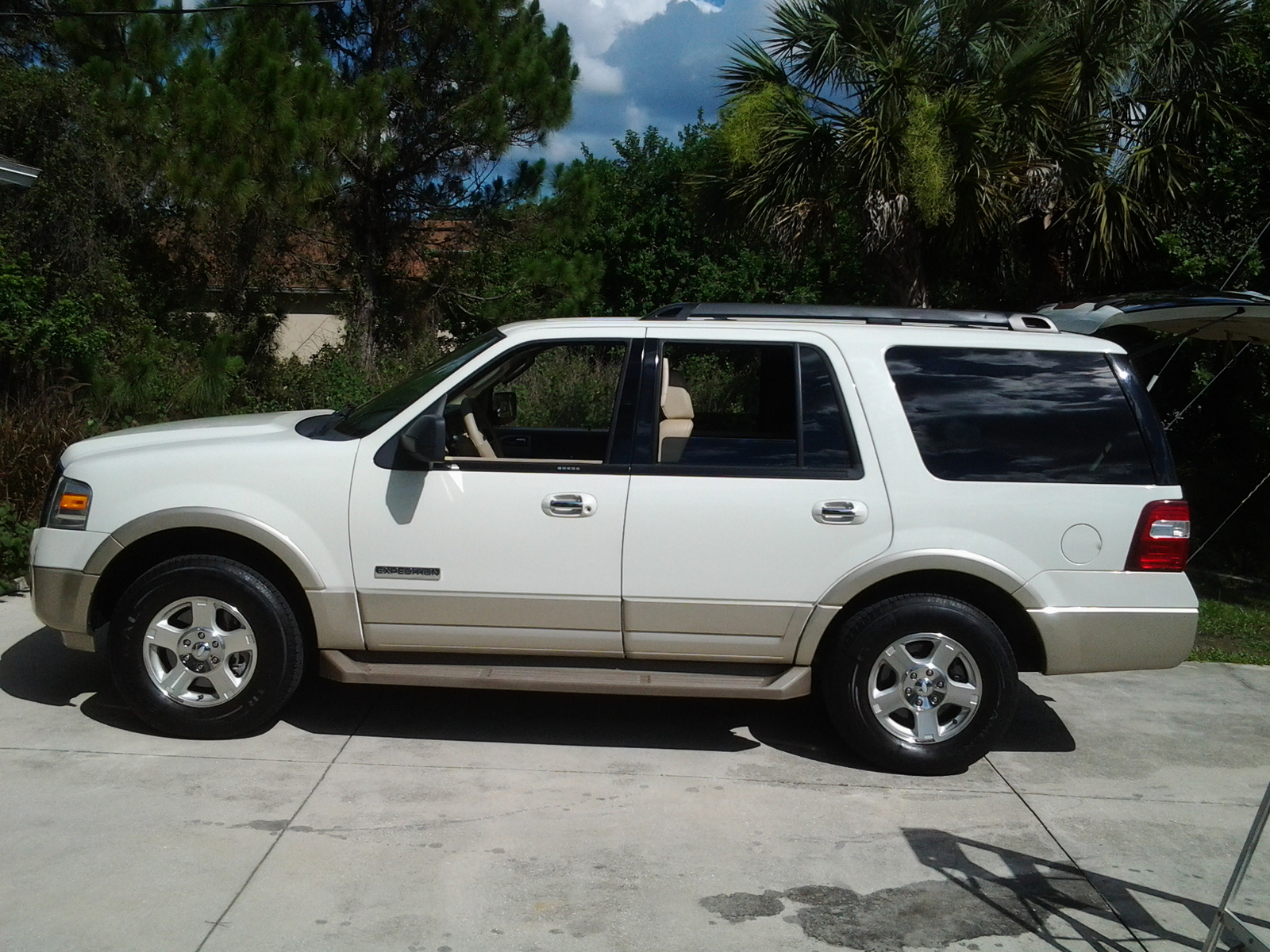 2008 ford expedition eddi bauer edition brand new balenced tires 2wd vibrate over 70mph