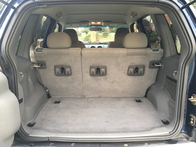 2005 jeep liberty interior