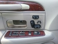 2005 Lincoln Town Car Signature Limited, Drivers seat is heated and has 8 way adjustment with 2 memory settings