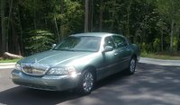 Picture of 2005 Lincoln Town Car Signature Limited