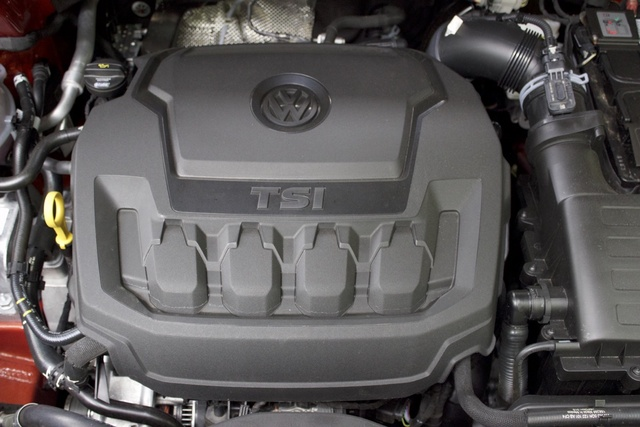 Engine of the 2018 Volkswagen Tiguan, engine, gallery_worthy