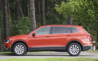Side of the 2018 Volkswagen Tiguan, exterior, gallery_worthy