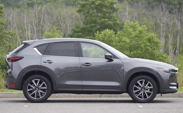 Exterior of the 2017 Mazda CX-5, exterior, gallery_worthy