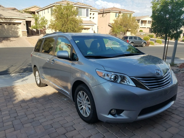 Picture of 2017 Toyota Sienna XLE 8-Passenger, exterior, gallery_worthy