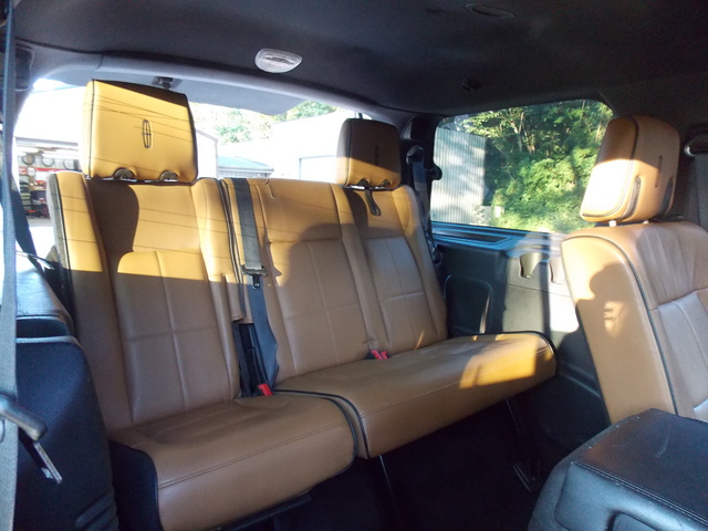 Picture of 2011 Lincoln Navigator Base, interior, gallery_worthy