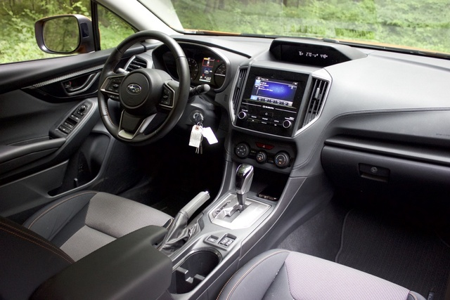Interior of the 2018 Subaru Crosstrek, interior, gallery_worthy