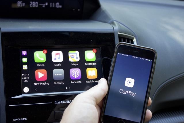 Apple CarPlay system in the 2018 Subaru Crosstrek, interior, gallery_worthy