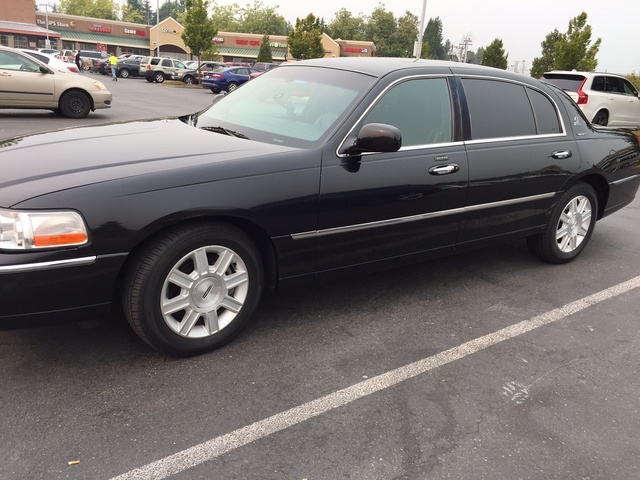 Picture of 2011 Lincoln Town Car Signature L