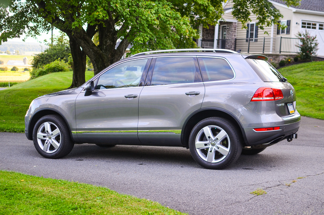 Picture of 2012 Volkswagen Touareg VR6 Lux, exterior, gallery_worthy