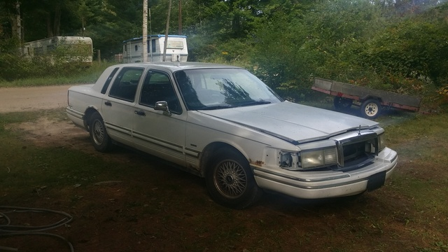 Picture of 1994 Lincoln Town Car Executive