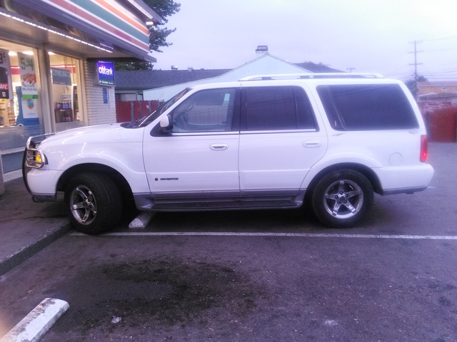 Picture of 2000 Lincoln Navigator Base 4WD