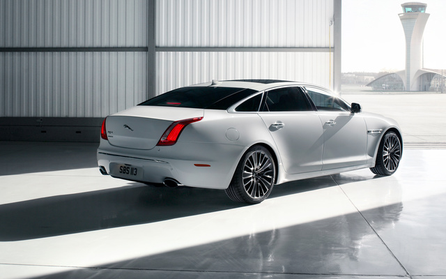 Picture of 2013 Jaguar XJ-Series L Portfolio AWD