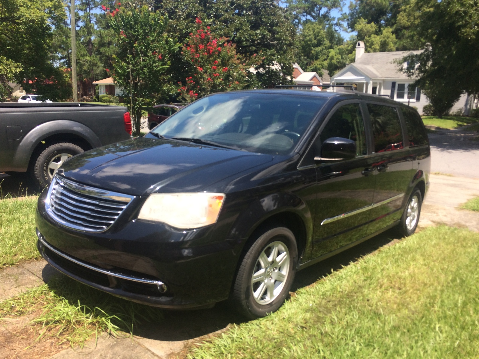 2011 Chrysler Town & Country Overview CarGurus