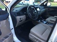 Picture of 2017 Honda Pilot EX-L, interior, gallery_worthy
