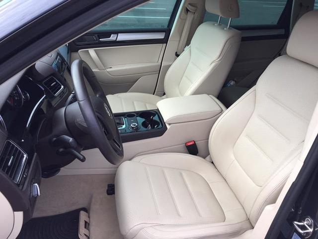 Picture of 2012 Volkswagen Touareg VR6 Sport, interior, gallery_worthy