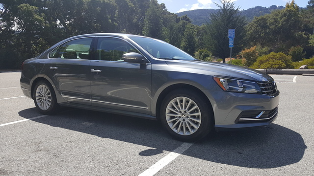 Picture of 2017 Volkswagen Passat