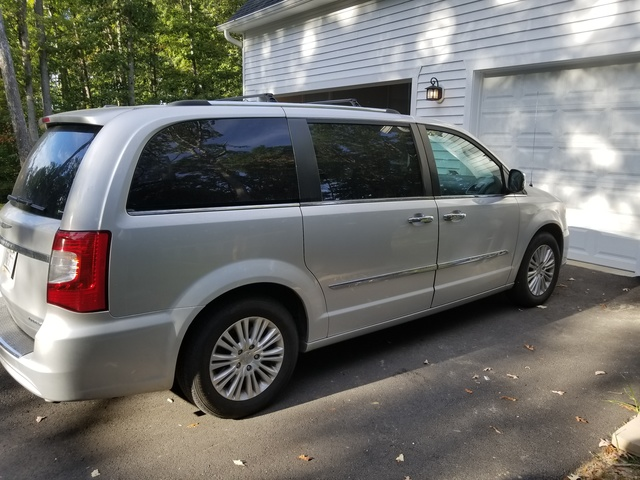 Picture of 2012 Chrysler Town & Country Limited