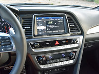 2018 Hyundai Sonata 2.0T Limited FWD, 2018 Hyundai Sonata Limited 2.0T radio display, interior, gallery_worthy
