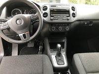Picture of 2014 Volkswagen Tiguan SE, interior, gallery_worthy