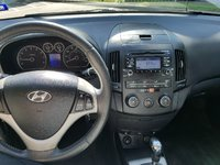 Picture of 2011 Hyundai Elantra Touring SE FWD, interior, gallery_worthy