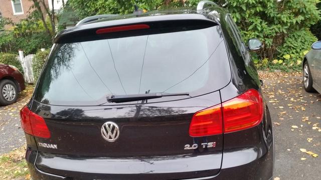 Picture of 2012 Volkswagen Tiguan S w/ Sunroof