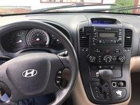 Picture of 2007 Hyundai Entourage SE, interior, gallery_worthy