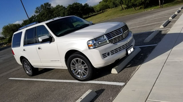 Picture of 2010 Lincoln Navigator Base